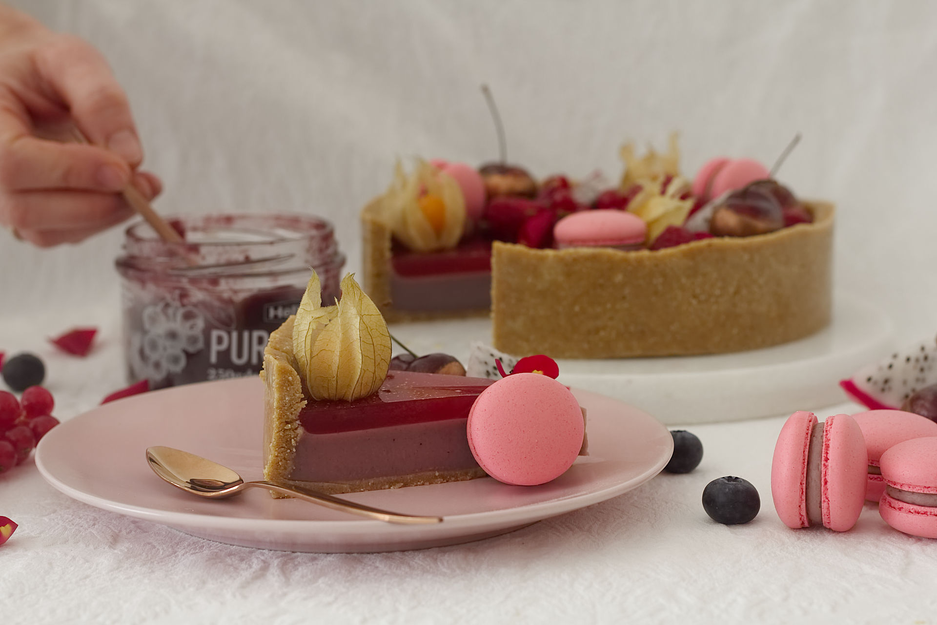 image from Pie de arándanos de Huelva cubierto de gelatina de frambuesa al aroma de Rosas
